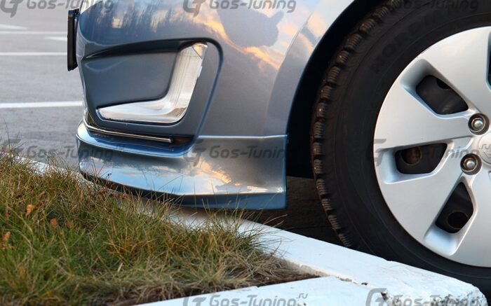 Накладки на передний бампер Kia Rio 3
